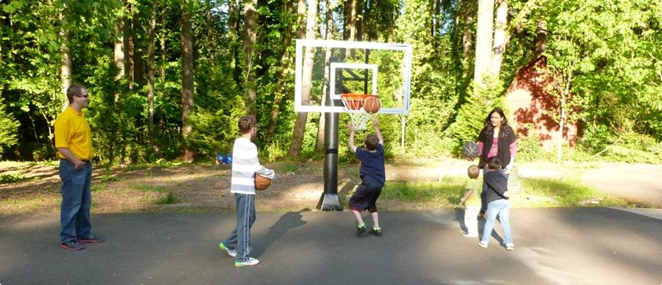 kids playing basketball on a hoop installed by Home Court in Oregon.